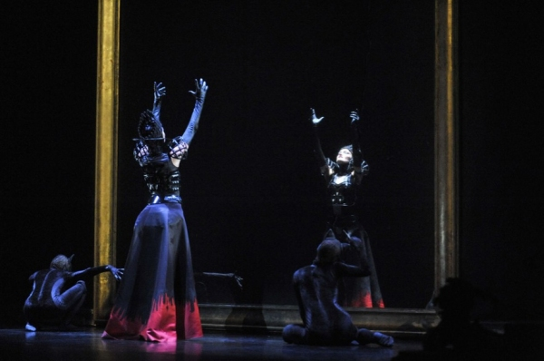 Photo flash ballet preljocaj presents blanche neige for Miroir miroir blanche neige