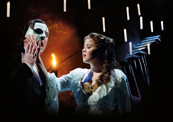 John Owen-Jones como The Phantom y Katie Hall como Christine