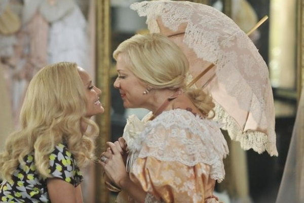 Kristin Chenoweth & Jennifer Aspen at Sneak Peek - GCB 'Sex is Divine' Episode, 4/8