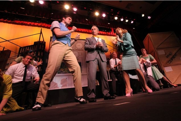 Mayor Michael Bloomberg and the cast of HOW TO SUCCEED Photo