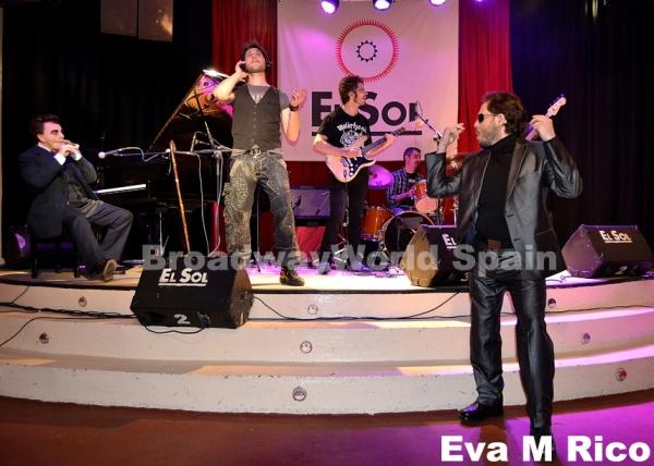 Toni Comas, Raul Fernandez, Israel Lozano y la banda  Photo