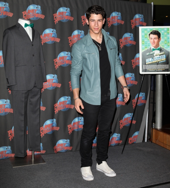 Photo Coverage: HOW TO SUCCEED's Nick Jonas, Michael Urie & Stephanie Rothenberg Visit Planet Hollywood