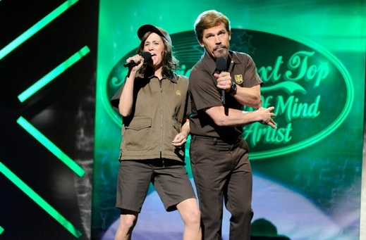 Kristen Wiig & Josh Brolin