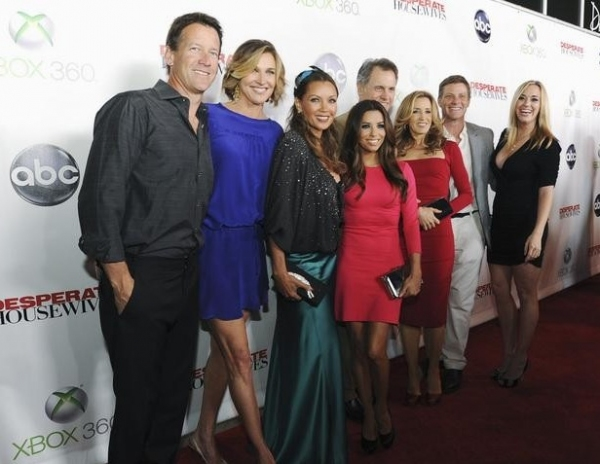 James Denton, Brenda Strong, Vanessa Williams, Eva Longoria, Mark Moses, Felicity Huffman, Doug Savant & Andrea Bowen