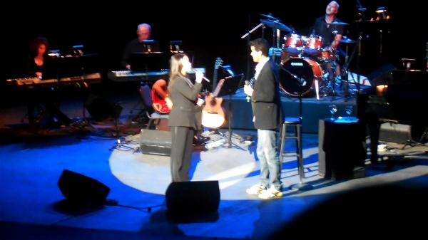 "Photo Flash: Domenech and Salonga Sing ""A Whole New World"" at Tuacahn Ampitheatre"