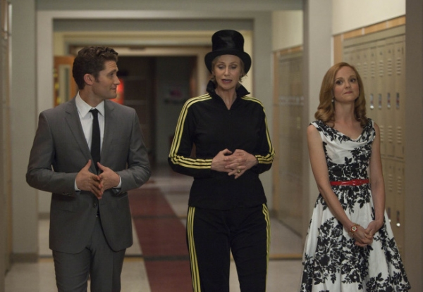 Will (Matthew Morrison, L), Sue (Jane Lynch, C) and Emma (Jayma Mays, R) head to Nationals at Perez Hilton et al. in New Stills from GLEE's 'PROPS' and 'NATIONALS' Episodes!