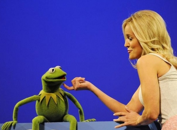 Photo Flash: First Look - BACHELORETTE Contestants Meet The Muppets, 5/21