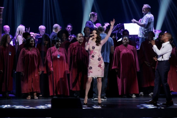 Photo Flah: SMASH Cast Performs at NBC Upfronts!