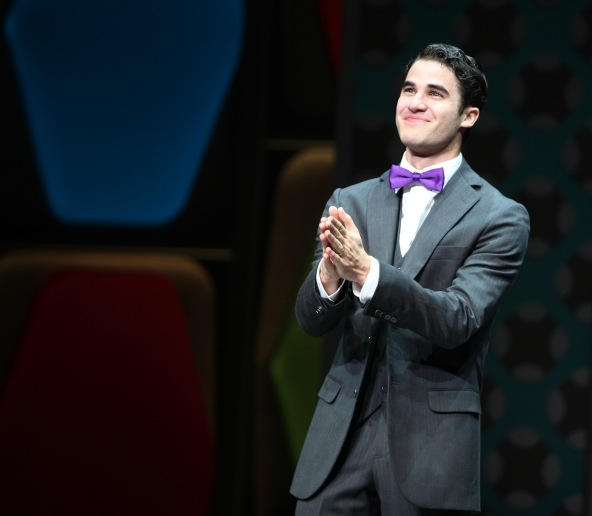 Photo Flashback: HOW TO SUCCEED Closes Today; A Look Back at the Three Finches