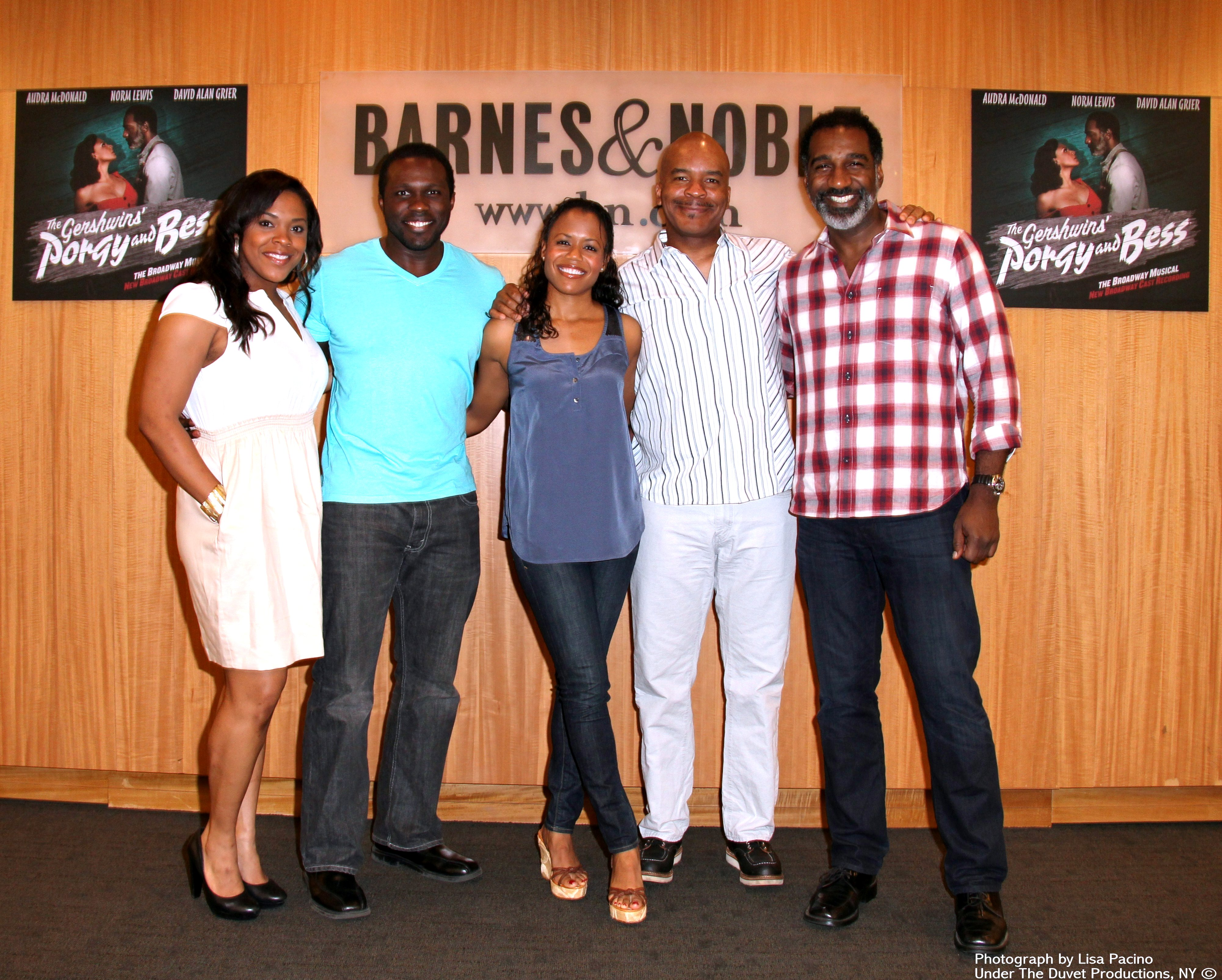 Flash PORGY BESS Cast Signs Albums at Barnes Noble