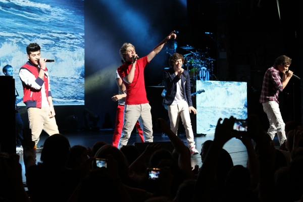 Photo Flash: ONE DIRECTION's Niall Horan, Zayn Malik, Liam Payne, Harry Styles & Louis Tomlinson Rock NYC