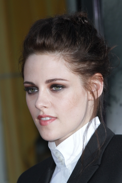 Photo Flash: Kristen Stewart & Sam Claflin at The SNOW WHITE & THE HUNTSMAN Premiere