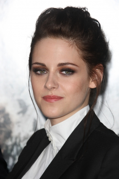 Photo Flash: On the Red Carpet at the SNOW WHITE AND THE SEVEN HUNTSMAN Premiere