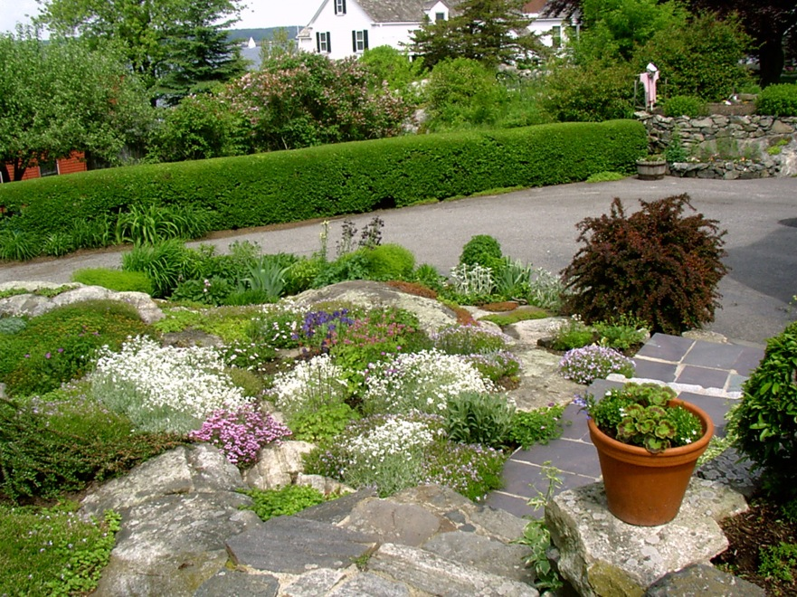 New Castle Village Walk & Garden Tour Set for 6/24