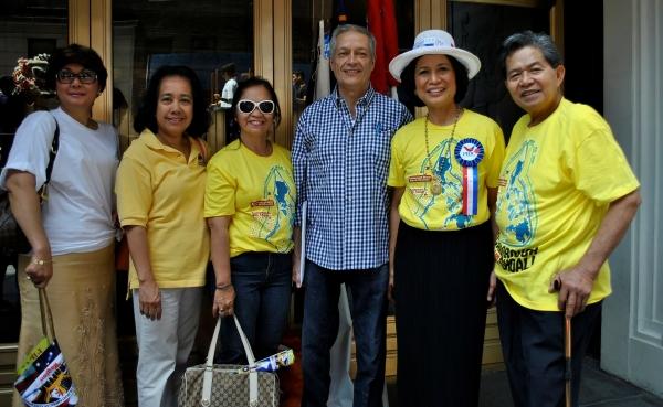 Jorge Ortoll, Loida Nicolas Lewis, and members of U.S. Pinoys for Good Governance