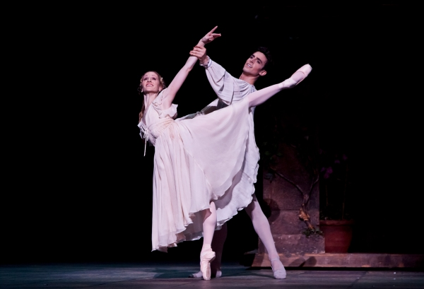BWW Reviews: Houston Ballet's ROMEO AND JULIET - A Resplendent Romance