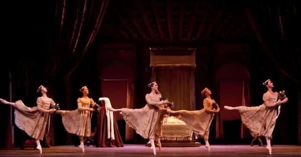 BWW Reviews: Houston Ballet's ROMEO AND JULIET - A Resplendent Romance