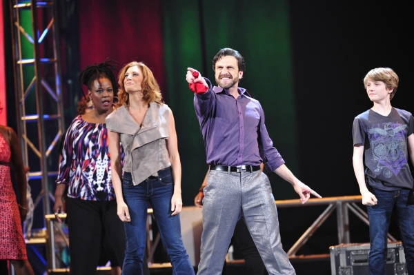 "Raul Esparza, Jessica Philips and the cast of ""Leap of Faith"""