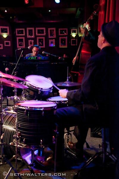 Photo Flash: Jeremy Kushnier Brings Solo Show to Birdland!