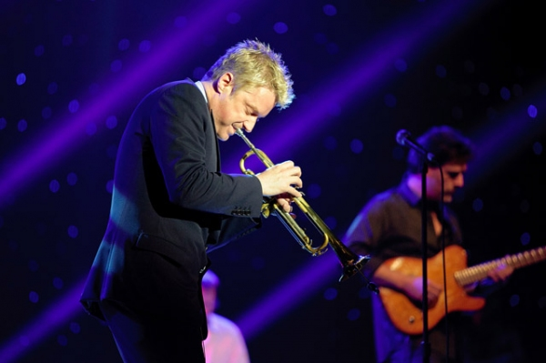 Chris Botti Dazzles Concertgoers Anew