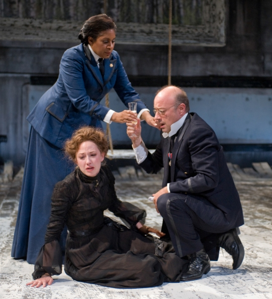 Photo Flash:  First Look at Carrie Coon, Ora Jones, et al. in THREE SISTERS at the Steppenwolf