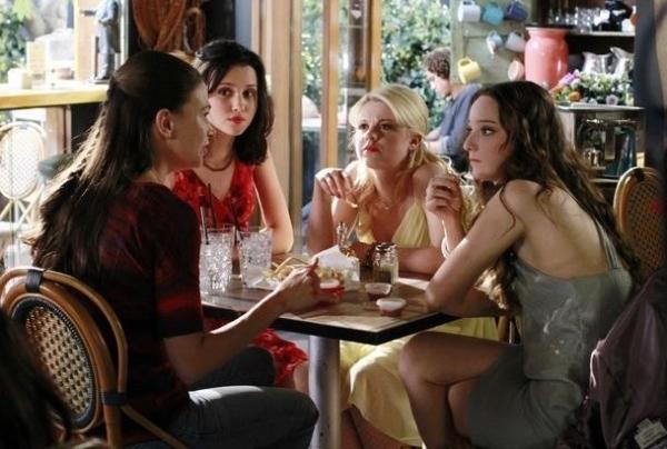 Sutton Foster, Julia Goldani Telles, Bailey Buntain, Emma Dumont