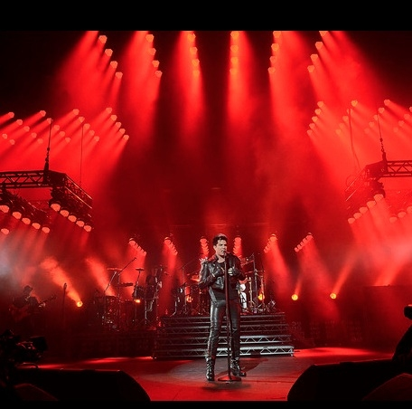 Photo Flash: Adam Lambert Performs UK Concerts With QUEEN