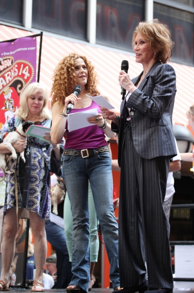Photo Coverage: Bernadette Peters, Mary Tyler Moore, Megan Hilty, Anjelica Huston & More Onstage at Broadway Barks 14!