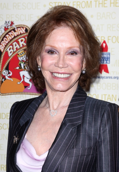 Photo Coverage: Bernadette Peters, Mary Tyler Moore & Broadway Stars Backstage at Broadway Barks 14!